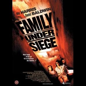 u12120 Family Under Siege (UDEN COVER)